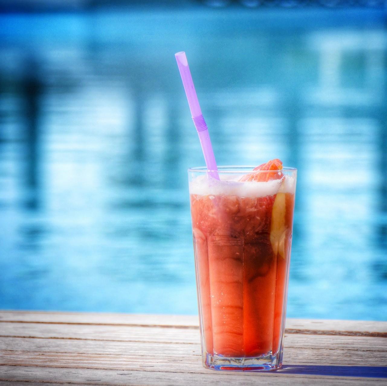 Cocktail in piscina